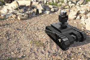 ZIPPERMAST Anwendung: Roboter mit Kamera